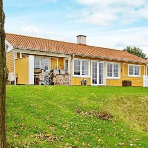 Hotel Pictures: Three-Bedroom Holiday home in Aabenraa 10, Løjt