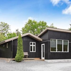Hotel Pictures: Four-Bedroom Holiday home in Fårvang 4, Fårvang