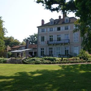 Hotel Pictures: Le Chateau De La Vierge, Bures-sur-Yvette