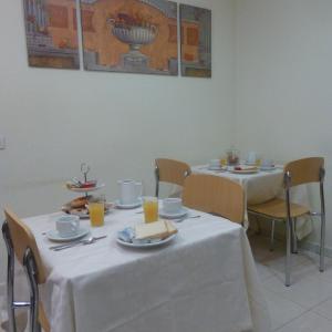 Hotel Pictures: Hostal El Val, Alcalá de Henares