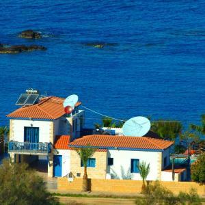 Hotel Pictures: Astrofegia Beach Villa, Pomos