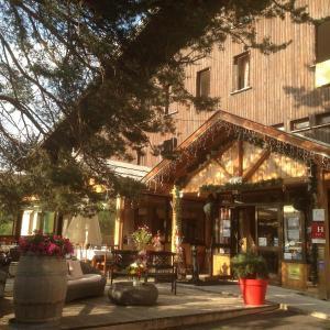 Hotel Pictures: Le Domaine de L'Adoux, Saint Jean
