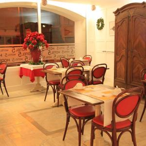 Hotel Pictures: P'tit Dej-Hotel Martigues Le 5, Martigues