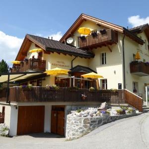 Hotel Pictures: Hotel Ladina, Bergün