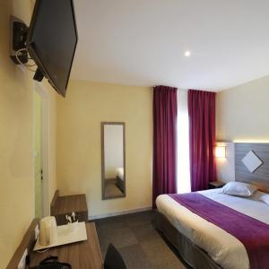 Hotel Pictures: Comfort Hotel Saintes, Saintes