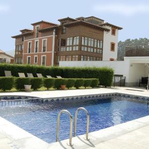 Hotel Pictures: Hotel La Casona de Lupa, El Peñedo