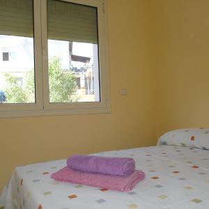 Hotel Pictures: Gran Casa con Piscina en Abrera, Abrera