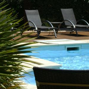 Hotel Pictures: Domaine a l'Aise, Plaissan