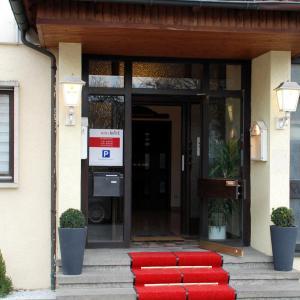 Hotel Pictures: Hotel Krone, Dettingen an der Erms