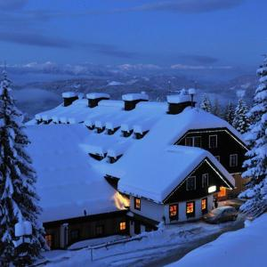 Hotel Pictures: Alpenhotel Marcius, Sonnenalpe Nassfeld
