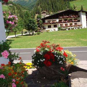 Fotografie hotelů: Gasthof Jagawirt - Gästehaus Alpina, Sankt Jakob in Defereggen
