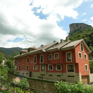 Hotel Pictures: Apartamentos Puente La Molina, Carreña de Cabrales