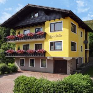 Foto Hotel: Ferienhaus Julia, Mariapfarr