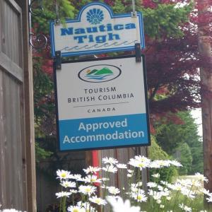 Hotel Pictures: At Nautica Tigh Bed & Breakfast, Qualicum Beach