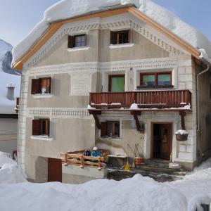 Hotel Pictures: Attika Wohnung 7546 Ardez, Ardez