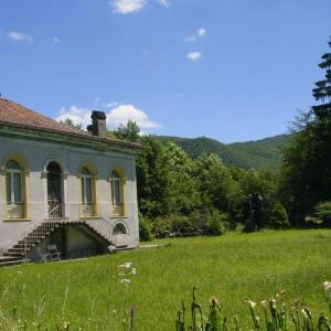 Hotel Pictures: The Little Castle Pradias, Loures-Barousse