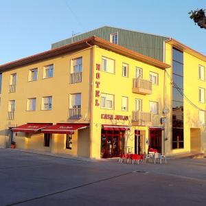 Hotel Pictures: Hotel Casa Jurjo, Mazaricos