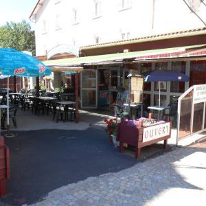 Hotel Pictures: Hotel La Grand Halt, La Bastide-Puylaurent