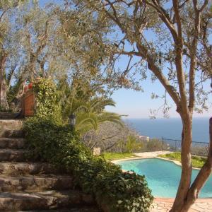 Hotel Pictures: Villa Toscane Overlooking Monte Carlo, Èze