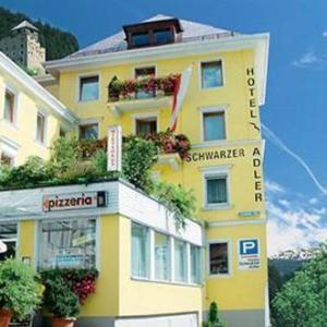 Fotos do Hotel: Hotel Schwarzer Adler, Landeck