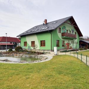 Hotel Pictures: Restaurace a penzion Kamenec, Jilešovice