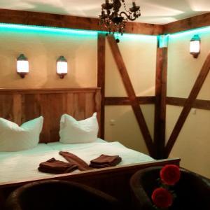 Hotel Pictures: Pension Zum Holzpantoffelmacher, Burg