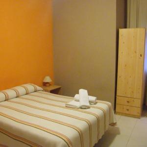 Hotel Pictures: Pensión Corona, Zaragoza