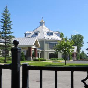 Hotel Pictures: Hotel St. Bernard, Saint-Bernard-de-Lacolle