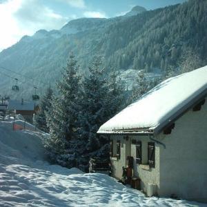 Hotel Pictures: Chalet Eterlou, Valfréjus