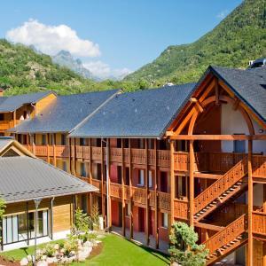 Hotel Pictures: Lagrange Vacances Les Chalets d'Ax, Ax-les-Thermes