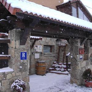Hotel Pictures: Hotel Rural El Yantar de Gredos, San Martín del Pimpollar