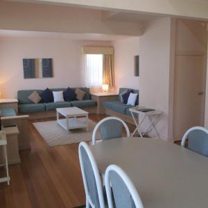 Foto Hotel: Waratah Family Cottage at Raffertys Resort, Cams Wharf