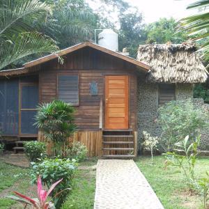 Hotel Pictures: Macaw Bank Jungle Lodge, San Ignacio