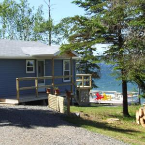 Hotel Pictures: Waterfront Cottage Bras d'Or Lake, West Bay