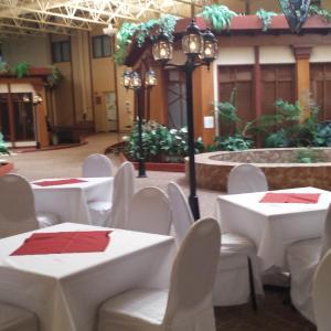 Hotel Pictures: Canad Inns Destination Centre - Fort Garry, Winnipeg