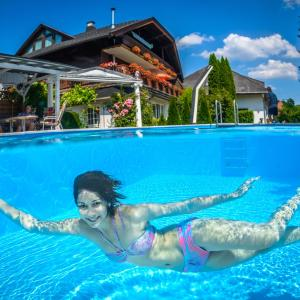 Hotelbilleder: Ferienwohnungen Presslauer Mori - Haus Irmgard, Sankt Kanzian