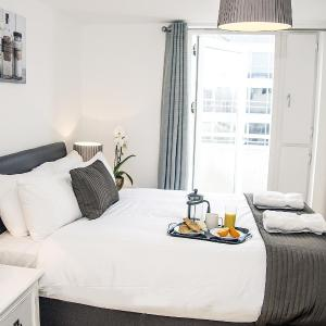 Hotel Pictures: Base Serviced Apartments - The Docks, Liverpool