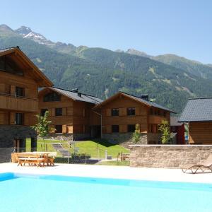 ホテル写真: Alpinpark Lodges Matrei, マトライ・イン・オストティロル