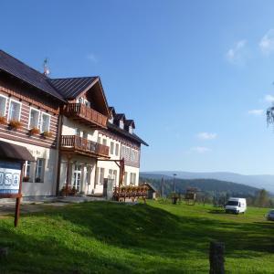 Hotel Pictures: Penzion Sokolovna, Kořenov