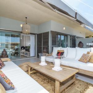 Hotel Pictures: Apartment Cala Tarida Blue Beach, Cala Tarida
