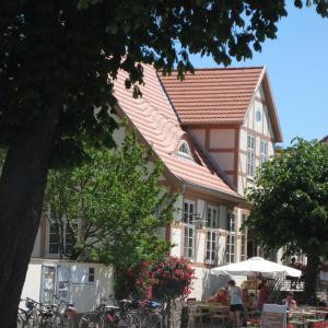 Hotel Pictures: Gartenhotel Sophienhof, Klütz