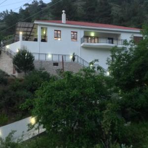 Hotel Pictures: Ta Spitakia tis Theodosias, Kalopanayiotis