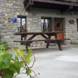 Hotel Pictures: Casa De Aldea La Fuentona, Onís