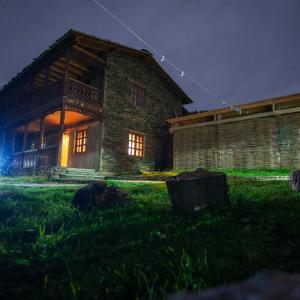 Hotellikuvia: Guest House Shina, Omalo