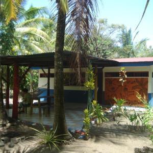 Hotel Pictures: Jolly's Villa Kunterbunt, Parrita