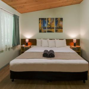 Hotel Pictures: Chambers Wildlife Rainforest Lodges, Lake Eacham