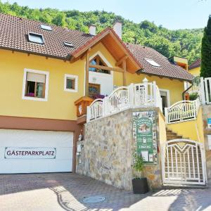 Фотографии отеля: Gästehaus zur schönen Aussicht, Шпиц