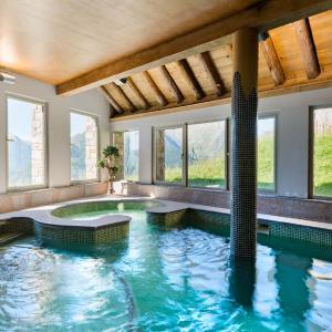Hotel Pictures: Lagrange Vacances Les Chalets de l'Adet, Saint-Lary-Soulan