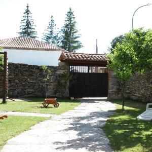 Hotel Pictures: Ermita de Gredos, Navarredonda de Gredos