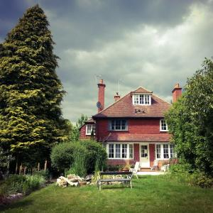 Hotel Pictures: Rosemead Guest House, Claygate
